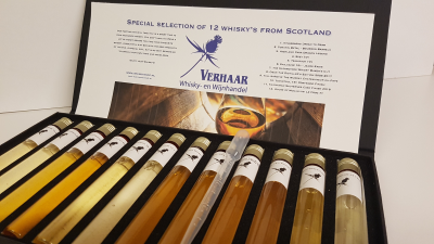 Special selection of 12 whisky's in glazen tubes