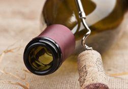 Hoe bewaart u aangebroken wijnflessen?
